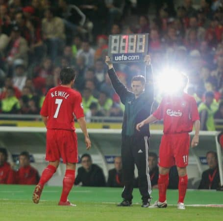 ISTANBUL, TURKEY - WEDNESDAY, MAY 25th, 2005: Liverpool's Harry Kewell is substituted by Vladimir Smicer against AC Milan during the UEFA Champions League Final at the Ataturk Olympic Stadium, Istanbul. (Pic by David Rawcliffe/Propaganda)