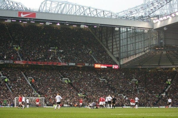 MANCHESTER, ENGLAND - SUNDAY, JANUARY 22nd, 2006: Liverpool and Manchester United during the Premiership match at Old Trafford. (Pic by David Rawcliffe/Propaganda)