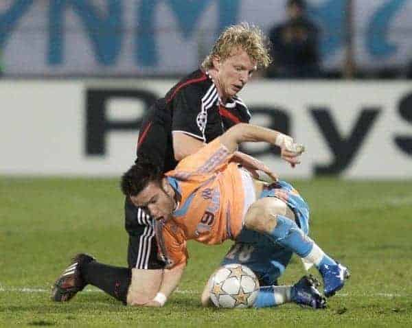 MARSEILLE, FRANCE - Tuesday, December 11, 2007: Liverpool's Dirk Kuyt and Olympique de Marseille's Mathieu Valbuena during the final UEFA Champions League Group A match at the Stade Velodrome. (Photo by David Rawcliffe/Propaganda)