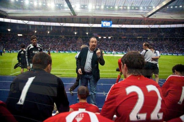 BERLIN, GERMANY - Tuesday, July 22, 2008: Liverpool's manager Rafael Benitez gives a team-talk at half-time during a pre-season friendly match against Hertha BSC Berlin at the Olympiastadion. (Photo by David Rawcliffe/Propaganda)