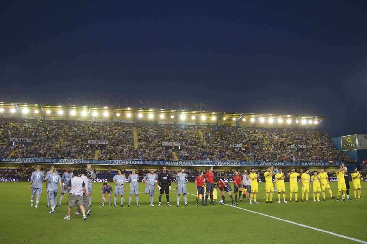 VILLARREAL, SPAIN - Wednesday, July 30, 2008: Liverpool and Villarreal players line-up before a friendly match at the Madrigal Stadium. (Photo by David Rawcliffe/Propaganda)