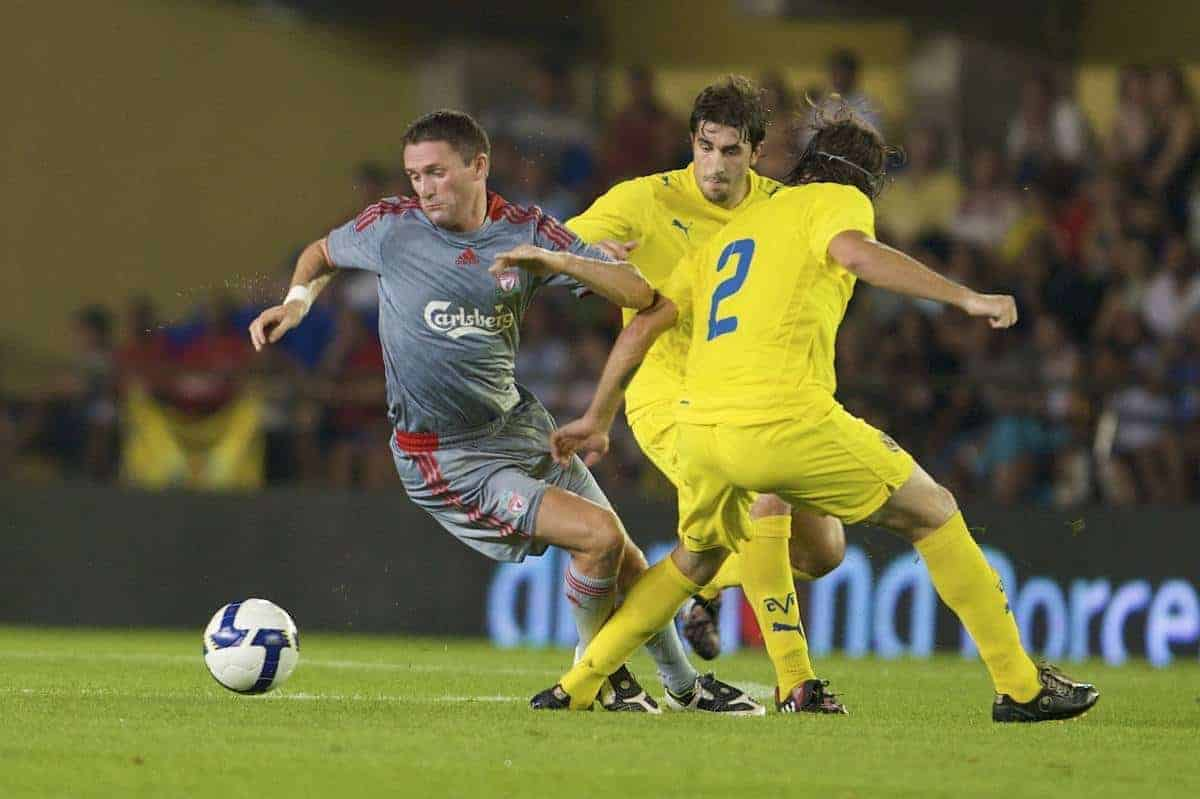 VILLARREAL, SPAIN - Wednesday, July 30, 2008: Liverpool's Robbie Keane in action against Villarreal during a friendly match at the Madrigal Stadium. (Photo by David Rawcliffe/Propaganda)