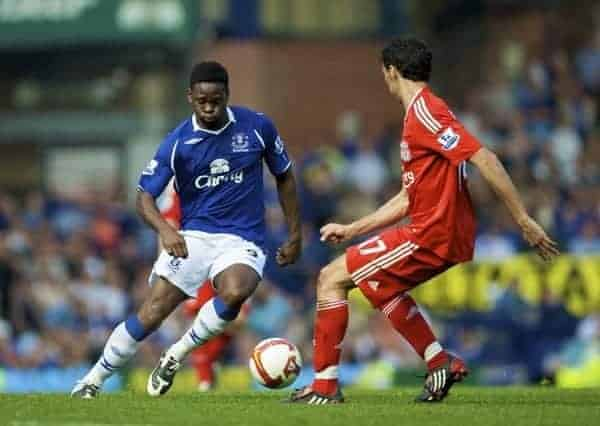 LIVERPOOL, ENGLAND - Saturday, September 27, 2008: Everton's Louis Saha and Liverpool's Alvaro Arbeloa during the 208th Merseyside Derby match at Goodison Park. (Photo by David Rawcliffe/Propaganda)