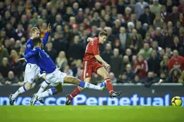 LIVERPOOL, ENGLAND - Sunday, January 25, 2009: Liverpool's captain Steven Gerrard MBE scores the equalizing goal against Everton during the FA Cup 4th Round match at Anfield. (Photo by David Rawcliffe/Propaganda)