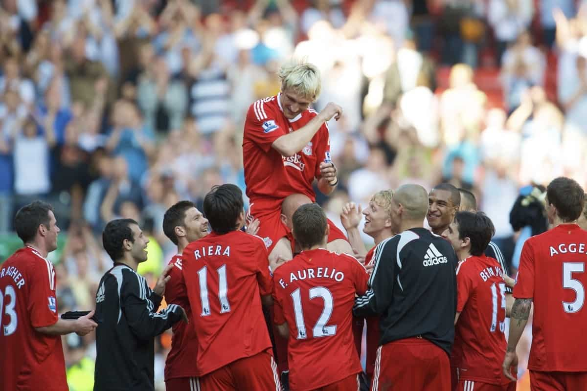 LIVERPOOL, ENGLAND - Sunday, May 24, 2009: Liverpool's Sami Hyypia is lifted up by team mate goalkeeper Pepe Reina after his final appearance for the Reds at the end of a decade of service, following the final Premiership match against Tottenham Hotspur at Anfield. (Photo by: David Rawcliffe/Propaganda)