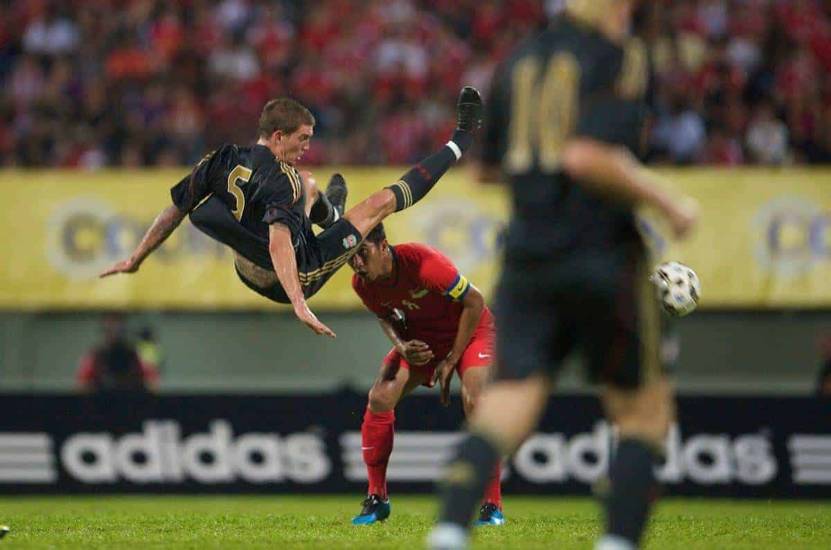 SINGAPORE, SINGAPORE - Sunday, July 26, 2009: Liverpool's Daniel Agger in action against Singapore during a preseason friendly at the Singapore National Stadium. (Pic by David Rawcliffe/Propaganda)