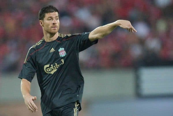 SINGAPORE, SINGAPORE - Sunday, July 26, 2009: Liverpool's Xabi Alonso in action against Singapore during a preseason friendly at the Singapore National Stadium. (Pic by David Rawcliffe/Propaganda)