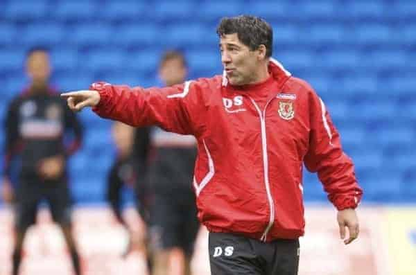 CARDIFF, WALES - Thursday, November 12, 2009: Wales' assistant coach Dean Saunders during training at the Cardiff City Stadium ahead of the international friendly match against Scotland. (Pic by David Rawcliffe/Propaganda)