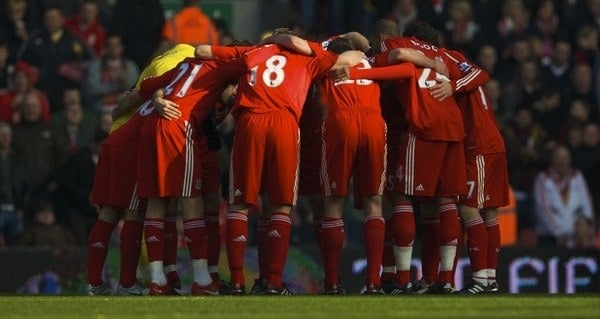 LIVERPOOL, ENGLAND - Saturday, February 6, 2010: Liverpool's players huddle for some last minute instructions from captain Steven Gerrard MBE before the Premiership match against Everton at Anfield. The 213th Merseyside Derby. (Photo by: David Rawcliffe/Propaganda)