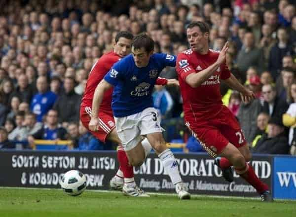 LIVERPOOL, ENGLAND - Sunday, October 17, 2010: Everton's Leighton Baines gets away from Maximiliano Ruben Maxi Rodriguez and Jamie Carragher during the 214th Merseyside Derby match at Goodison Park. (Photo by David Rawcliffe/Propaganda)