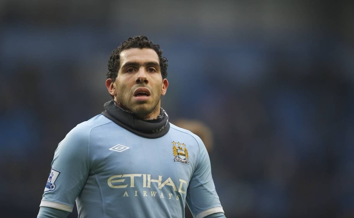 MANCHESTER, ENGLAND - Sunday, February 20, 2011: Manchester City's Carlos Tevez in action against Notts County during the FA Cup 4th Round Replay match at the City of Manchester Stadium. (Photo by David Rawcliffe/Propaganda)