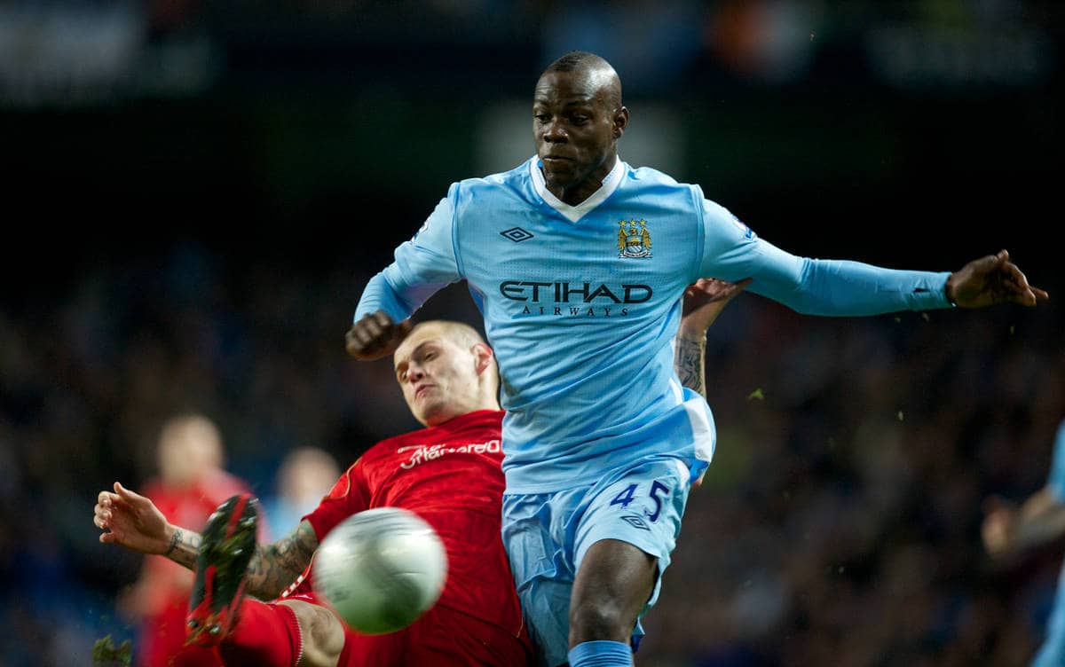 MANCHESTER, ENGLAND - Wednesday, January 11, 2012: Liverpool's Martin Skrtel in action against Manchester City's Mario Balotelli during the Football League Cup Semi-Final 1st Leg at the City of Manchester Stadium. (Pic by David Rawcliffe/Propaganda)