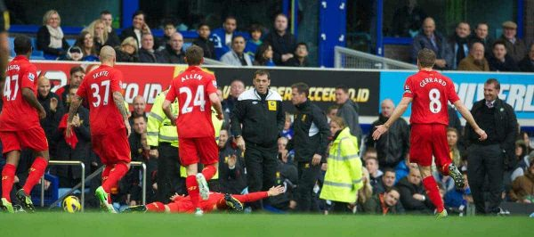 LIVERPOOL, ENGLAND - Sunday, October 28, 2012: Liverpool's Luis Alberto Suarez Diaz dives in front of Everton's manager David Moyes after scoring the opening goal during the 219th Merseyside Derby match at Goodison Park. Moyes had criticised Suarez earlier in the week accusing him of diving. (Pic by David Rawcliffe/Propaganda)