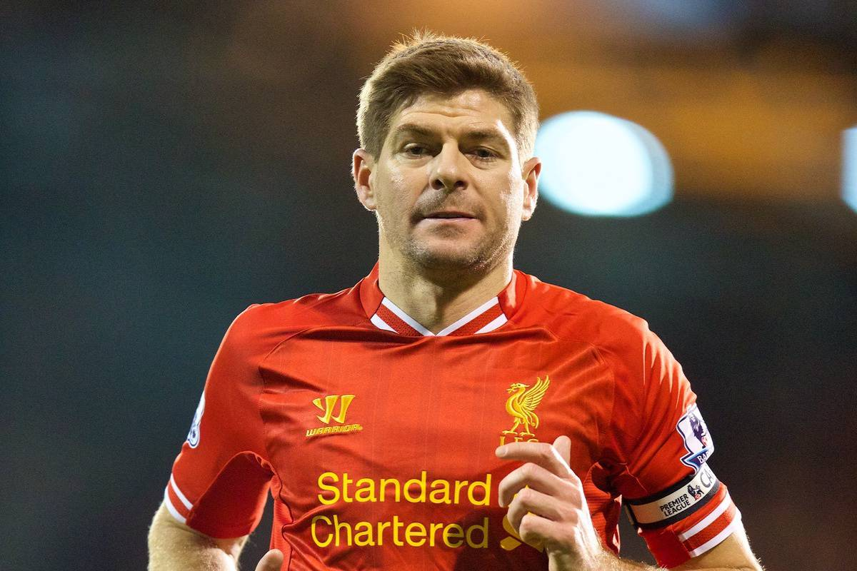 LONDON, ENGLAND - Wednesday, February 12, 2014: Liverpool's captain Steven Gerrard in action against Fulham during the Premiership match at Craven Cottage. (Pic by David Rawcliffe/Propaganda)