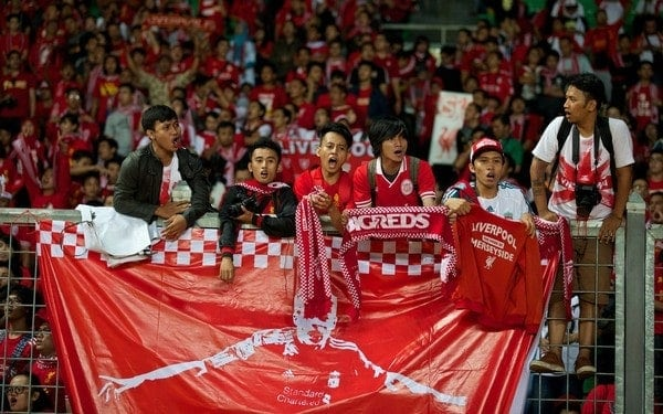 JAKARTA, INDONESIA - Friday, July 19, 2013: Liverpool supporters during a training session ahead of the club's preseason match against an Indonesian XI at the Gelora Bung Karno Stadium. (Pic by David Rawcliffe/Propaganda)