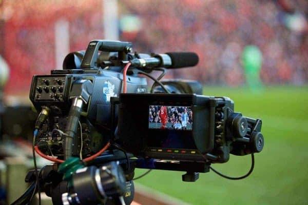 """Ливерпуль, Англия - воскресенье, Март 8, 2015: телевизионную камеру блокирует вид на цель во время Кубка Англии 6-го тура четвертьфинального матча между """"Ливерпуль"""" и """"Блэкберн Роверс"""" на """"Энфилде"""". (Фото Дэвида Роклифф/пропаганда)"""