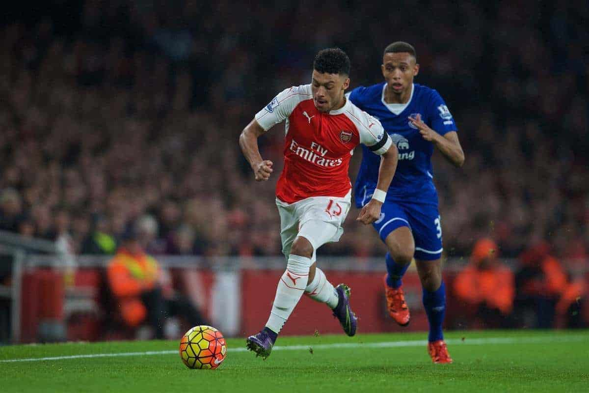 LONDON, ENGLAND - Saturday, October 24, 2015: Arsenal's Alex Oxlade-Chamberlain in action against Everton during the Premier League match at the Emirates Stadium. (Pic by David Rawcliffe/Propaganda)