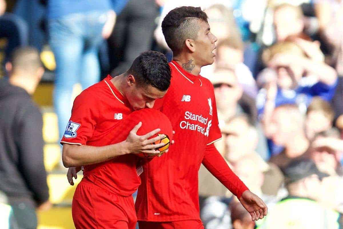 LONDON, ENGLAND - Saturday, October 31, 2015: Liverpool's Philippe Coutinho Correia celebrates scoring the first equalising goal against Chelsea with team-mate Roberto Firmino by kissing the match-ball in the third minute of injury time of the first half during the Premier League match at Stamford Bridge. (Pic by David Rawcliffe/Propaganda)