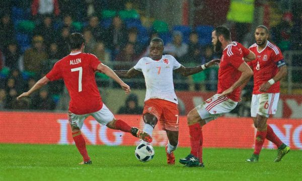 CARDIFF, WALES - Friday, November 13, 2015: The Netherlands' Quincy Promes and Wales' Joe Allen and Joe Ledley during the International Friendly match at the Cardiff City Stadium. (Pic by David Rawcliffe/Propaganda)