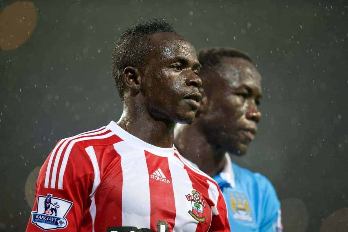 MANCHESTER, ENGLAND - Saturday, November 28, 2015: Southampton's Sadio Mane in action against Manchester City during the Premier League match at the City of Manchester Stadium. (Pic by David Rawcliffe/Propaganda)