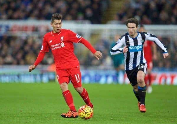 NEWCASTLE-UPON-TYNE, ENGLAND - Sunday, December 6, 2015: Liverpool's Roberto Firmino in action against Newcastle United during the Premier League match at St. James' Park. (Pic by David Rawcliffe/Propaganda)