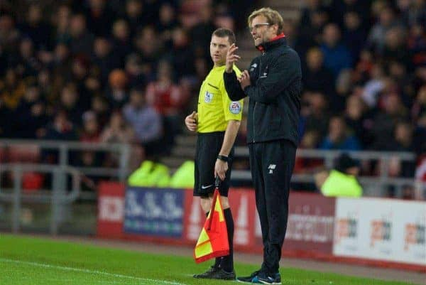 SUNDERLAND, ENGLAND - Wednesday, December 30, 2015: Liverpool's manager Jürgen Klopp argues with the assistant referee [linesman] during the Premier League match against Sunderland at the Stadium of Light. (Pic by David Rawcliffe/Propaganda)