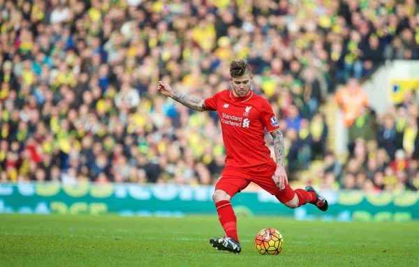 NORWICH, ENGLAND - Friday, January 22, 2016: Liverpool's Alberto Moreno in action against Norwich City during the Premiership match at Carrow Road. (Pic by David Rawcliffe/Propaganda)