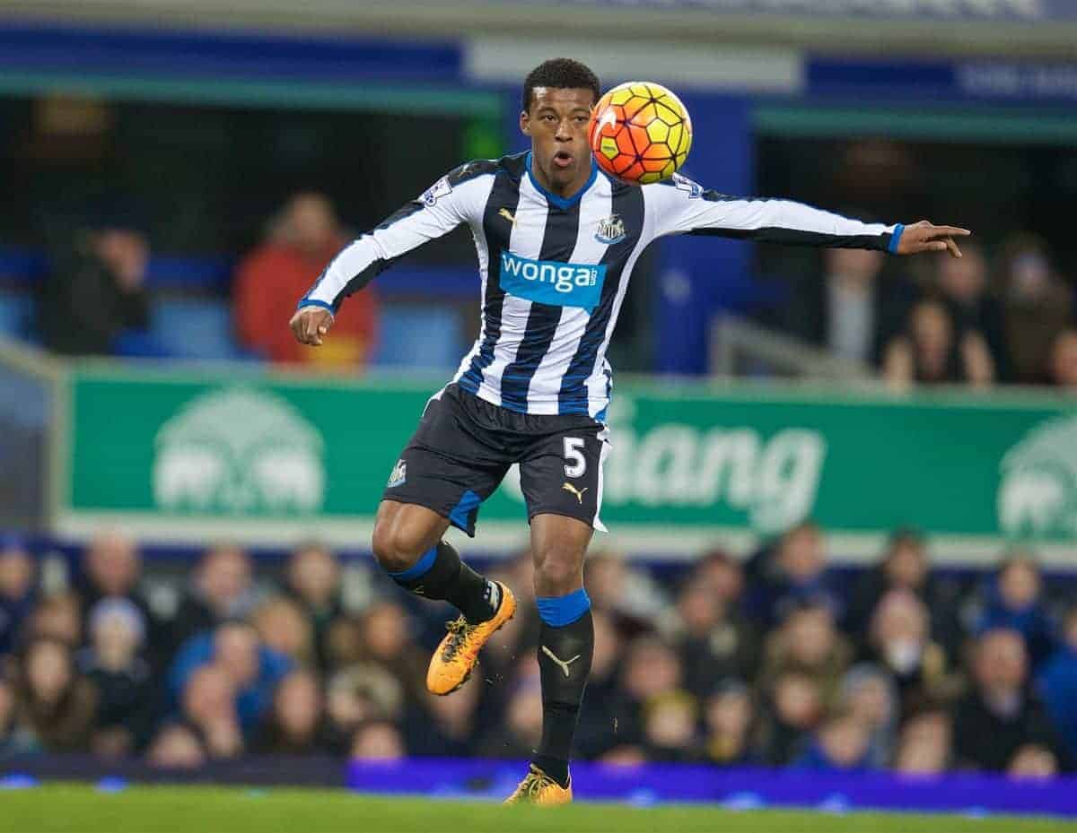 LIVERPOOL, ENGLAND - Wednesday, February 3, 2016: Newcastle United's Georginio Wijnaldum in action against Everton during the Premier League match at Goodison Park. (Pic by David Rawcliffe/Propaganda)