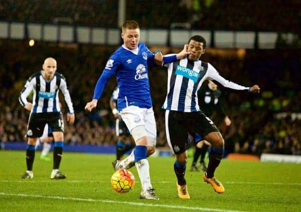 LIVERPOOL, ENGLAND - Wednesday, February 3, 2016: Everton's James McCarthy in action against Newcastle United's Georginio Wijnaldum during the Premier League match at Goodison Park. (Pic by David Rawcliffe/Propaganda)