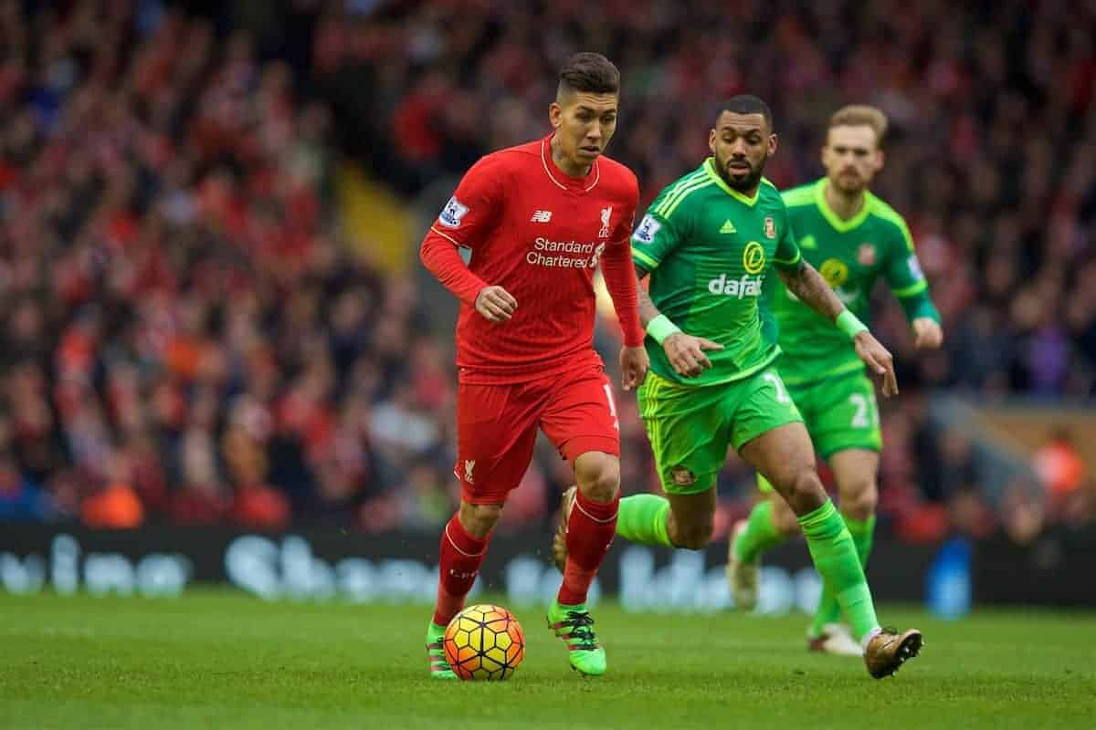 LIVERPOOL, ENGLAND - Saturday, February 6, 2016: Liverpool's Roberto Firmino in action against Sunderland during the Premier League match at Anfield. (Pic by David Rawcliffe/Propaganda)