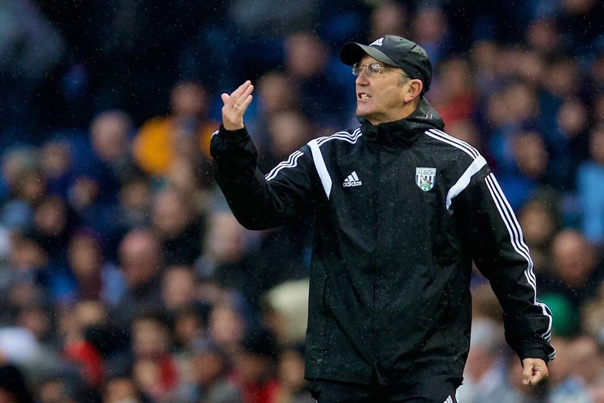 MANCHESTER, ENGLAND - Saturday, April 9, 2016: West Bromwich Albion's head coach Tony Pulis during the Premier League match against Manchester City at the City of Manchester Stadium. (Pic by David Rawcliffe/Propaganda)