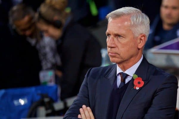LONDON, ENGLAND - Saturday, October 29, 2016: Crystal Palace's manager Alan Pardew before the FA Premier League match against Liverpool at Selhurst Park. (Pic by David Rawcliffe/Propaganda)