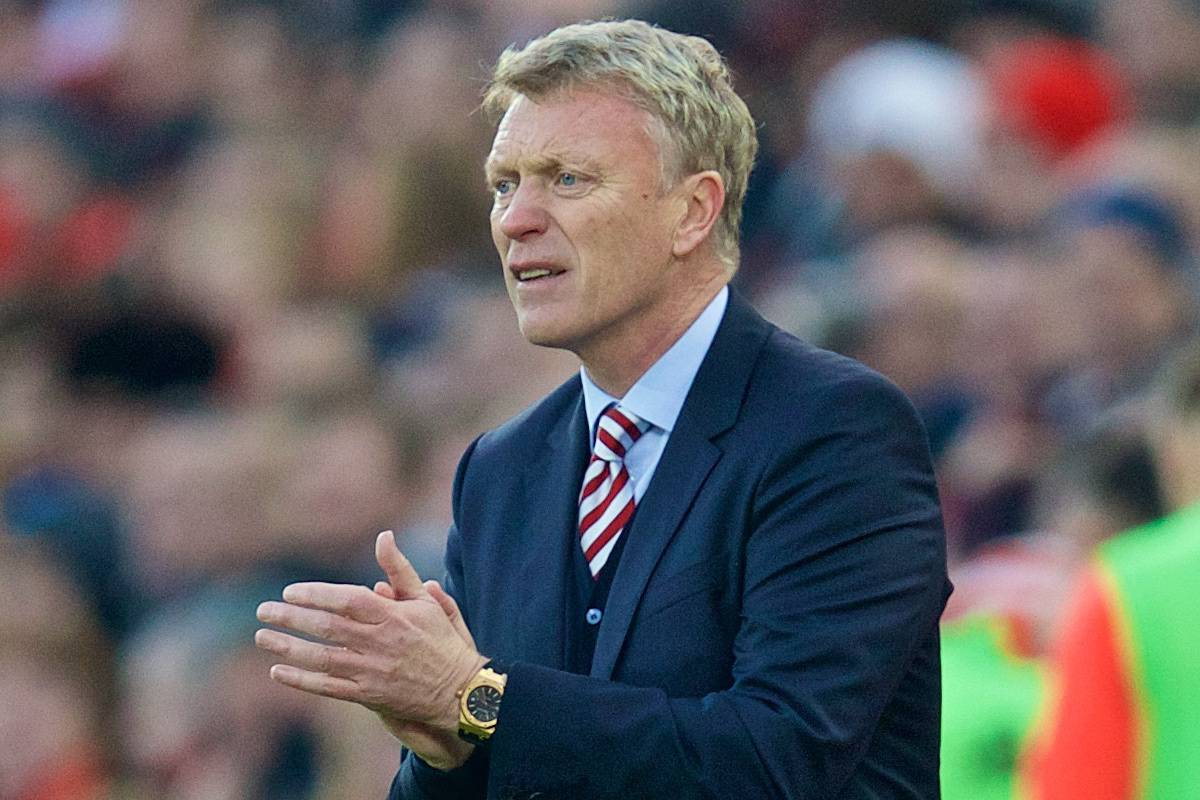 LIVERPOOL, ENGLAND - Saturday, November 26, 2016: Sunderland's manager David Moyes during the FA Premier League match against Liverpool at Anfield. (Pic by David Rawcliffe/Propaganda)
