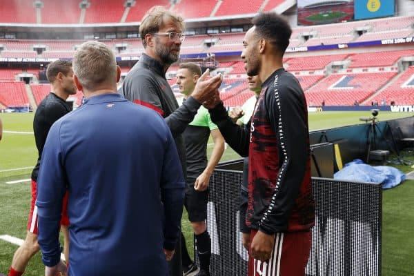 LONDON, ENGLAND - Saturday, August 29, 2020: Liverpool's manager Jürgen Klopp (L) and Arsenal's Pierre-Emerick Aubameyang meet ahead of the FA Community Shield match between FA Premier League Champions Liverpool FC and FA Cup Winners Arsenal FC. The game was played behind closed doors. (Credit: Eddie Keogh/The FA)