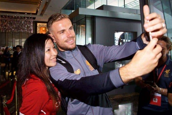 HONG KONG, CHINA - Monday, July 17, 2017: Liverpool's captain Jordan Henderson poses for a selfie with a supporter as he arrives at the Ritz-Carlton Hotel in Kowloon, Hong Kong, ahead of the Premier League Asia Trophy 2017. (Pic by David Rawcliffe/Propaganda)