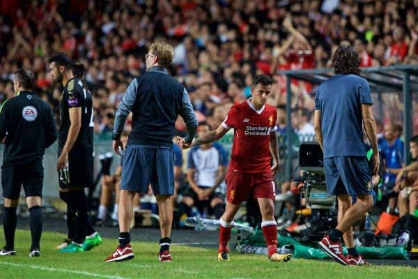 HONG KONG, CHINA - Saturday, July 22, 2017: Liverpool's manager Jürgen Klopp shakes hands with Philippe Coutinho Correia as he substitutes him during the Premier League Asia Trophy final match between Liverpool and Leicester City at the Hong Kong International Stadium. (Pic by David Rawcliffe/Propaganda)