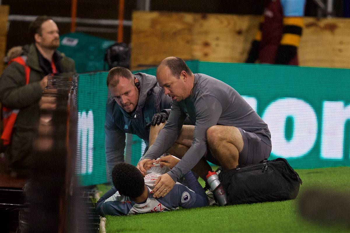 BURNLEY, ENGLAND - Wednesday, December 5, 2018: Liverpool's Joe Gomez is treated for an injury by Andrew Massey during the FA Premier League match between Burnley FC and Liverpool FC at Turf Moor. (Pic by David Rawcliffe/Propaganda)