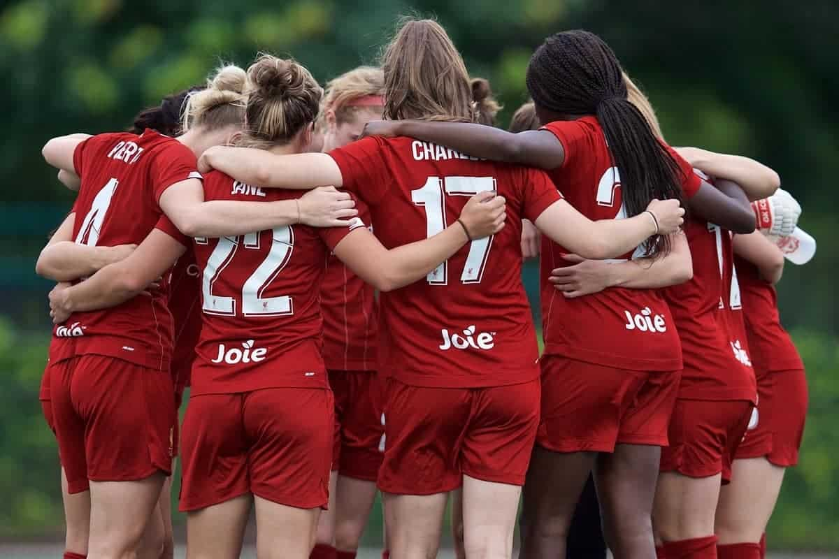BOSTON, MASSACHUSETTS, USA - Monday, July 22, 2019: Liverpool players form a team huddle before a friendly match between Liverpool FC Women and Metropolitan Conference All Stars at Jordan Field at the Harvard Stadium on day seven of the club's pre-season tour of America. (Pic by David Rawcliffe/Propaganda)