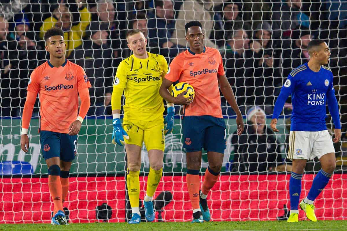 LEICESTER, ENGLAND - Sunday, December 1, 2019: Everton's (L-R)  Mason Holgate, goalkeeper Jordan Pickford and Yerry Mina look dejected as Leicester City score an equalising goal during the FA Premier League match between Leicester City FC and Everton FC at the King Power Stadium. Leicester City won 2-1. (Pic by David Rawcliffe/Propaganda)