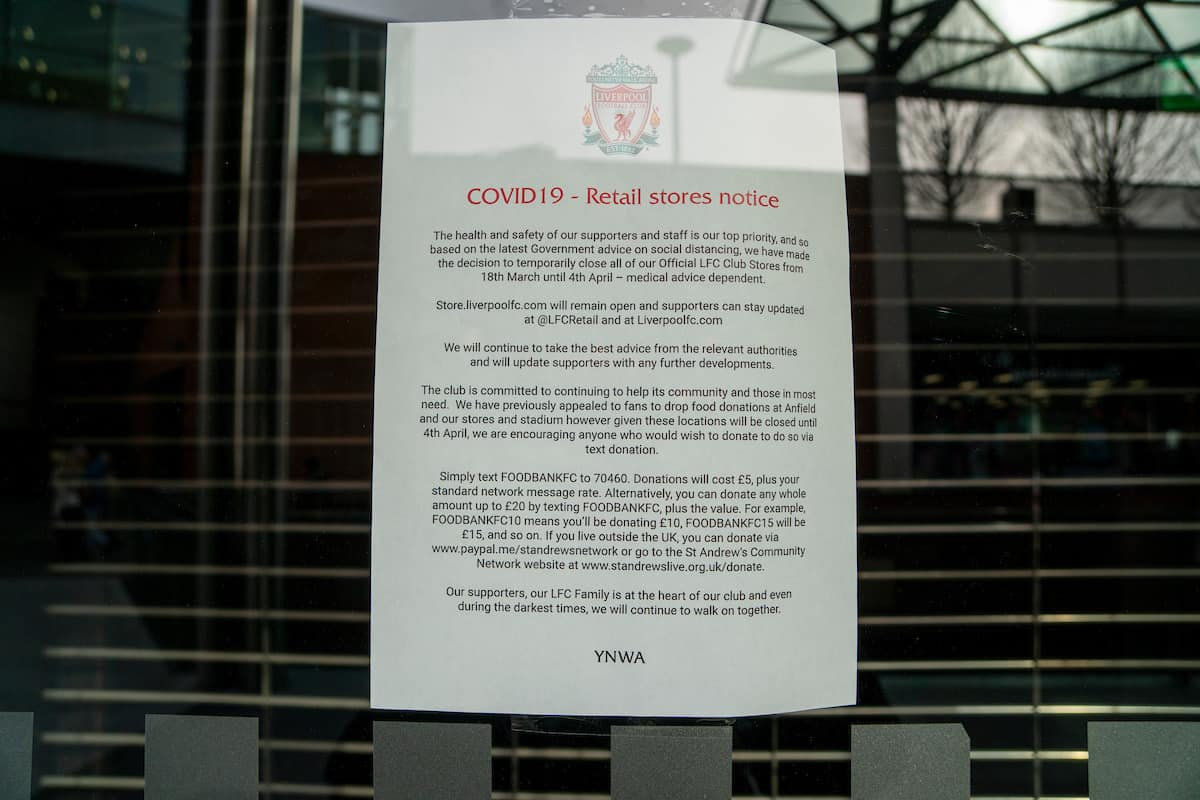 LIVERPOOL, ENGLAND - Wednesday, March 18, 2020: A notice in the doorway of Liverpool Football Club's retail store at Liverpool One announcing the closure due to the Coronavirus (COVID-19). (Pic by David Rawcliffe/Propaganda)
