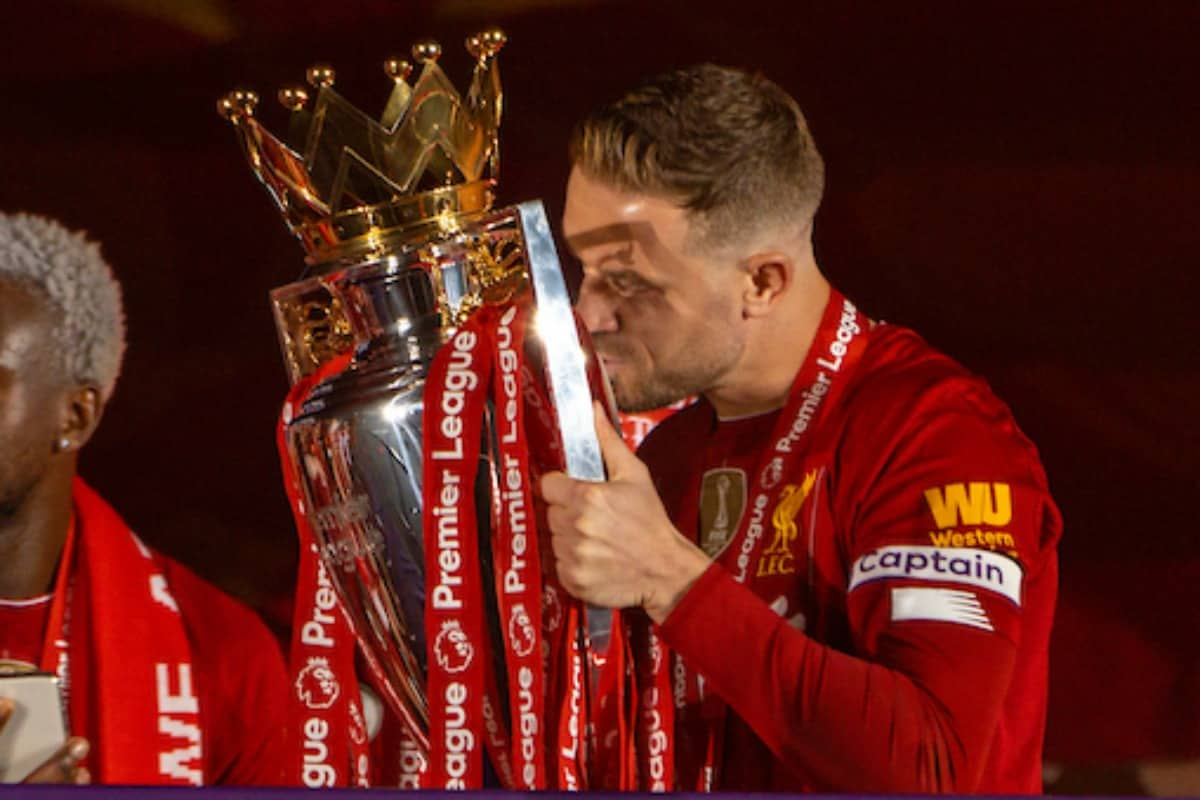 LIVERPOOL, ENGLAND - Wednesday, July 22, 2020: Liverpool's captain Jordan Henderson kisses the Premier League trophy during the trophy presentation as the Reds are crowned Champions after the FA Premier League match between Liverpool FC and Chelsea FC at Anfield. The game was played behind closed doors due to the UK government's social distancing laws during the Coronavirus COVID-19 Pandemic. (Pic by David Rawcliffe/Propaganda)