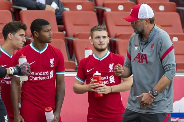 SALZBURG, AUSTRIA - Tuesday, August 25, 2020: Liverpool's manager Jürgen Klopp prepares to bring on five substitutes during a preseason friendly match between FC Red Bull Salzburg and Liverpool FC at the Red Bull Arena. (Pic by Propaganda)