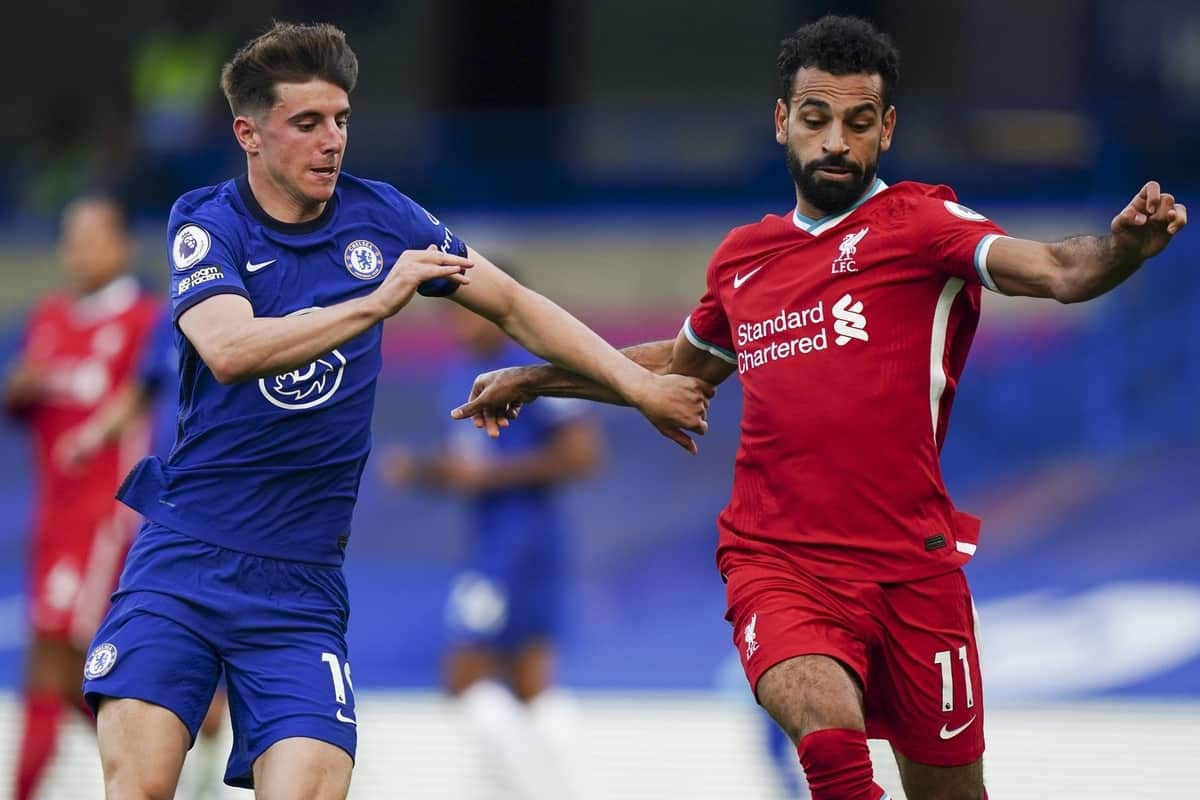 LONDON, ENGLAND - Sunday, September 20, 2020: Liverpool's Mohamed Salah (R) and Chelsea's Mason Mount (L) during the FA Premier League match between Chelsea FC and Liverpool FC at Stamford Bridge. The game was played behind closed doors due to the UK government's social distancing laws during the Coronavirus COVID-19 Pandemic. Liverpool won 2-0. (Pic by Propaganda)