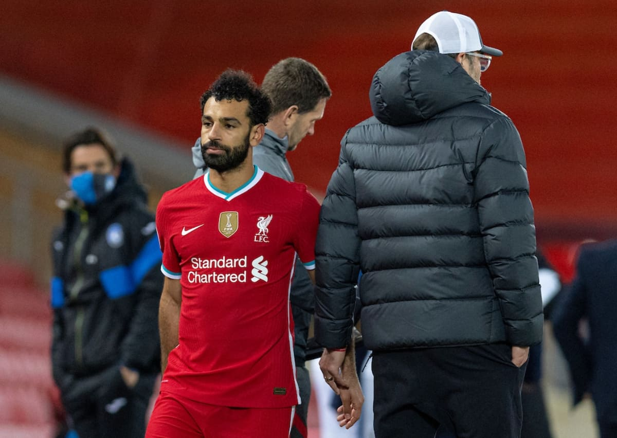 LIVERPOOL, ENGLAND - Wednesday, November 25, 2020: Liverpool's Mohamed Salah (L) walks past manager Jürgen Klopp as he is substituted during the UEFA Champions League Group D match between Liverpool FC and Atalanta BC at Anfield. Atalanta won 2-0. (Pic by David Rawcliffe/Propaganda)