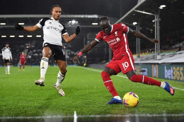 LONDON, ENGLAND - Sunday, December 13, 2020: Liverpool's Sadio Mané (R) and Fulham's Bobby De Cordova-Reid during the FA Premier League match between Fulham FC and Liverpool FC at Craven Cottage. (Pic by David Rawcliffe/Propaganda)
