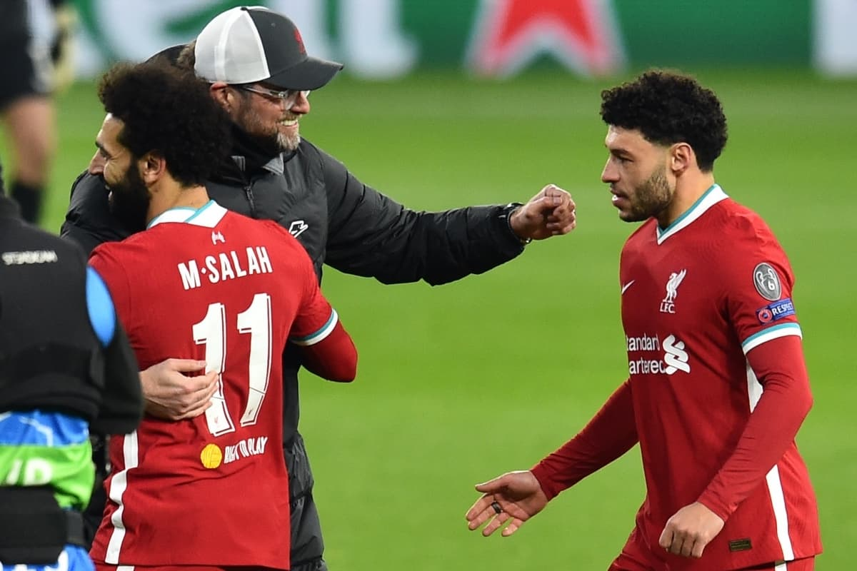 BUDAPEST, HUNGARY - Wednesday, March 10, 2021: Liverpool's manager Jürgen Klopp embraces Mohamed Salah (L) and Alex Oxlade-Chamberlain (R) after the UEFA Champions League Round of 16 2nd Leg game between Liverpool FC and RB Leipzig at the Puskás Aréna. Liverpool won 2-0, 4-0 on aggregate. (Pic by Propaganda)