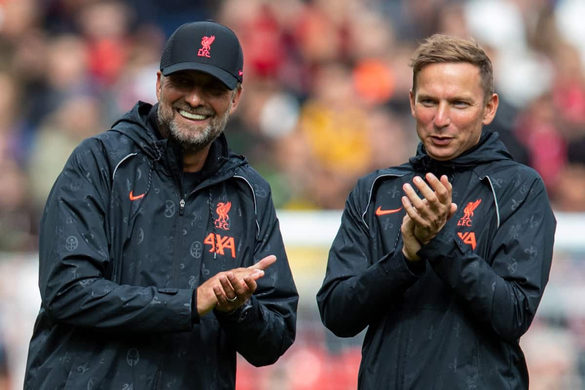 LIVERPOOL, ENGLAND - Sunday, August 8, 2021: Liverpool's manager Jürgen Klopp (L) and first-team development coach Pepijn Lijnders during a pre-season friendly match between Liverpool FC and Athletic Club de Bilbao at Anfield. The game ended in a 1-1 draw. (Pic by David Rawcliffe/Propaganda)