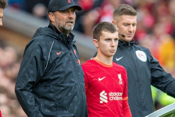 LIVERPOOL, ENGLAND - Sunday, August 8, 2021: Liverpool's manager Jürgen Klopp prepares to bring on substitutes Rhys Williams (L) and Ben Woodburn (R) during a pre-season friendly match between Liverpool FC and Athletic Club de Bilbao at Anfield. The game ended in a 1-1 draw. (Pic by David Rawcliffe/Propaganda)
