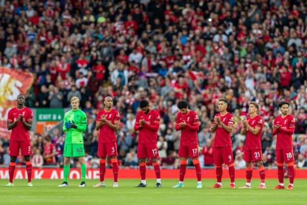 LIVERPOOL, ENGLAND - Monday, August 9, 2021: Players and supporters stand for a moment's applause to remember former Liverpool and Club Atlético Osasuna player Michael Robinson before a pre-season friendly match between Liverpool FC and Club Atlético Osasuna at Anfield. (Pic by David Rawcliffe/Propaganda)