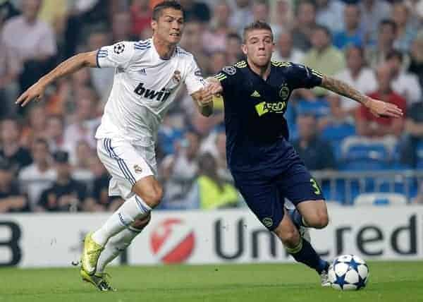 15.09.2010, estadio Santiago Bernabeu, Madrid, ESP, UEFA Champions League, Real Madrid vs Ajax Amsterdam, im Bild Cristiano Ronaldo and Toby Alderweireld. EXPA Pictures © 2010, PhotoCredit: EXPA/ Alterphotos/ Cesar Cebolla +++++ ATTENTION - OUT OF SPAIN / ESP +++++